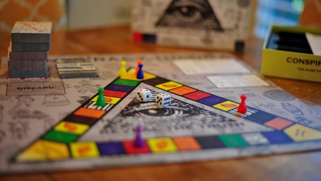 6 Best Trivia Board Games to Make Your Evenings Both Entertaining and Educating