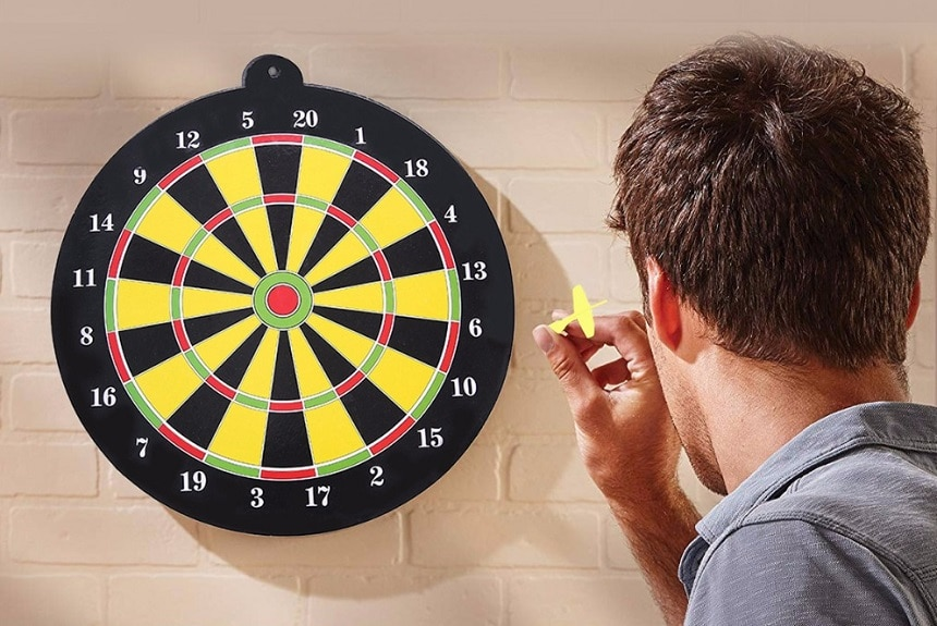 How to Throw Darts Accurately and Improve Your Game