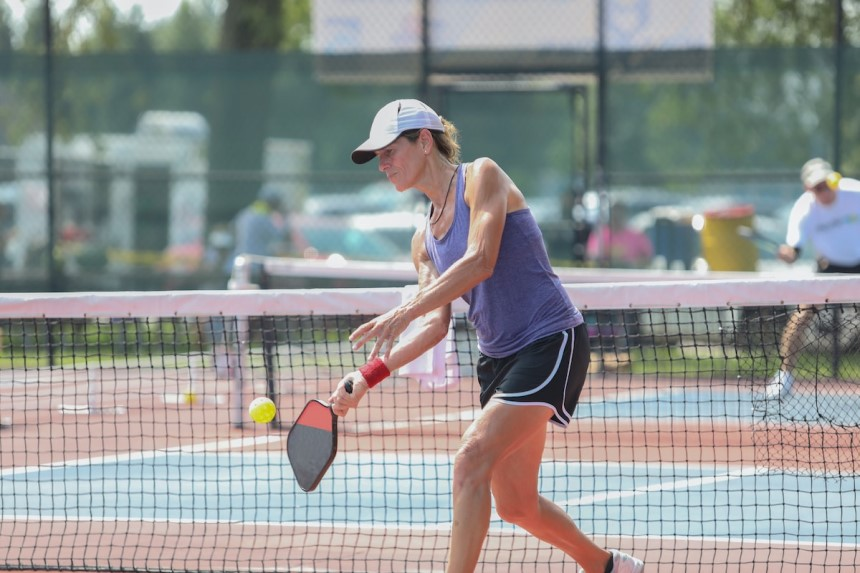 How to Hold a Pickleball Paddle: All the Common Grips Explained